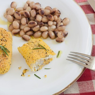 Merluzzo in crosta di polenta al rosmarino con fagioli Lupinaro