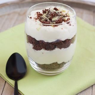 Una ricetta moderna del tiramisù: tiramisù con crema di mascarpone allo zenzero e biscuit al cacao