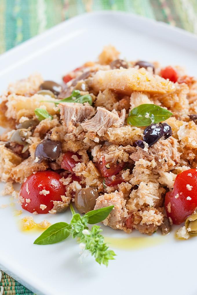 Insalata di pane ricca con pomodori olive tonno the for Cucinare miglio