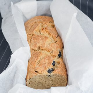 Pane al pecorino, olive e rosmarino