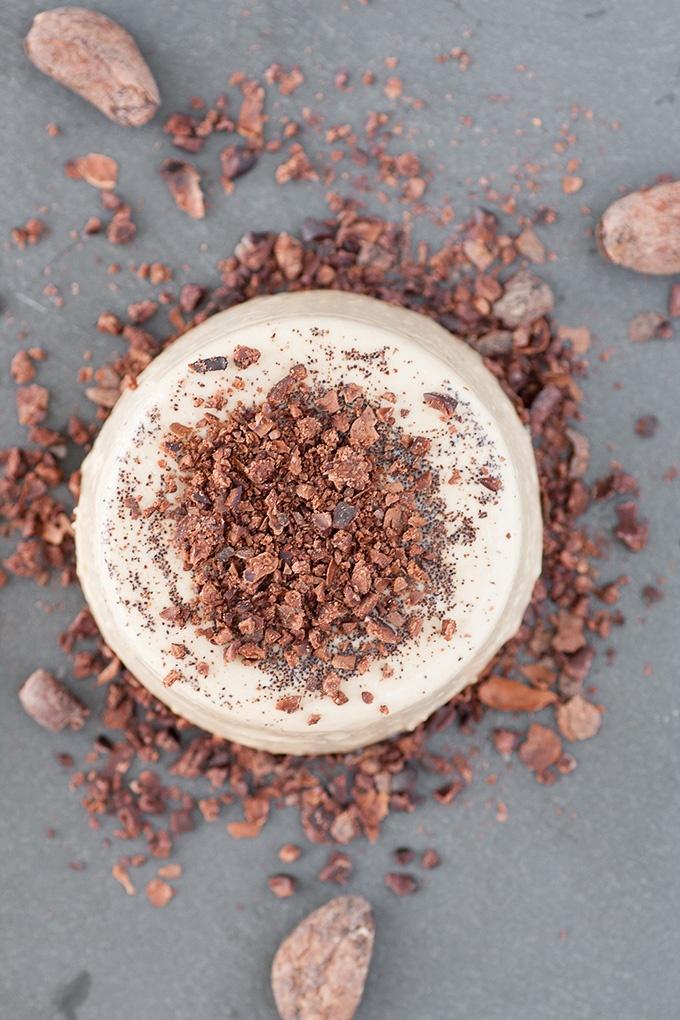 Panna cotta al caffè con fave di cacao
