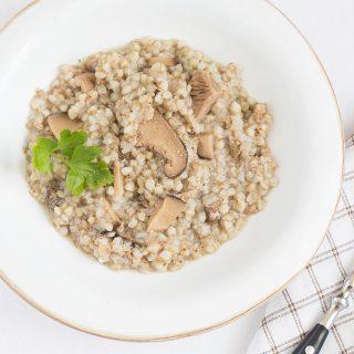 Zuppa di grano saraceno con funghi secchi