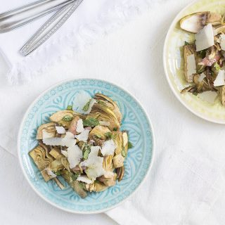 Insalata di carciofi crudi, menta e parmigiano