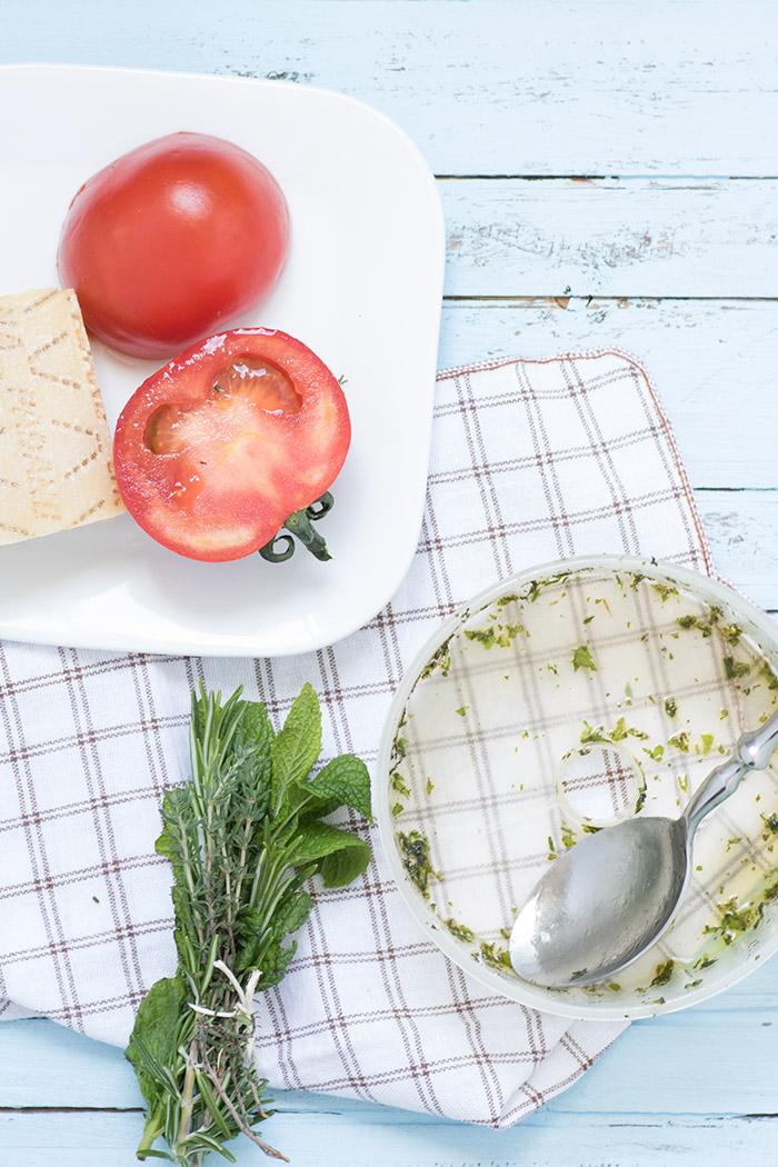 preparare condimento insalata