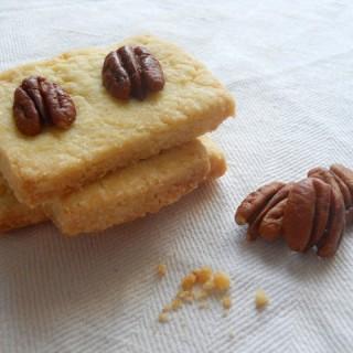 Il primo post dedicato alla pastafrolla: i biscotti all'olio d'oliva e noci pecan