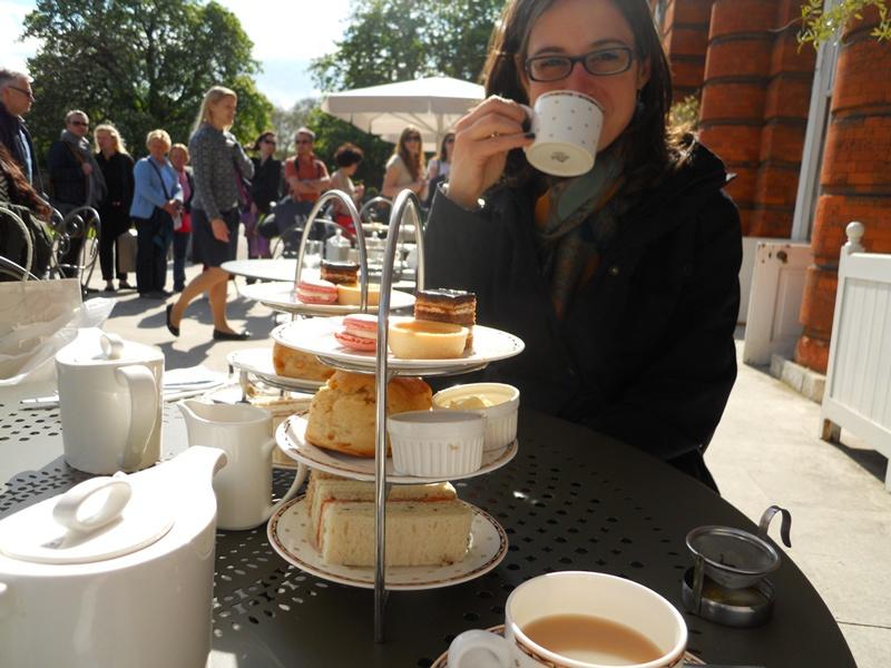 ora del tè all'orangerie, Londra