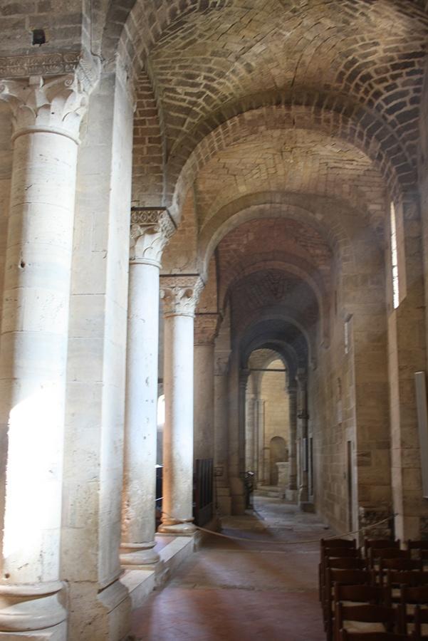 interno abbazia sant'antimo