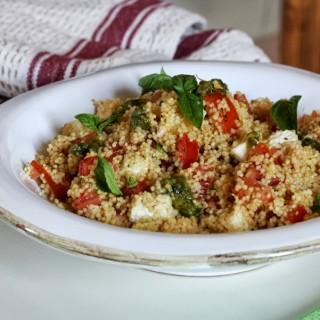 Couscous al pesto, pomodori e mozzarella