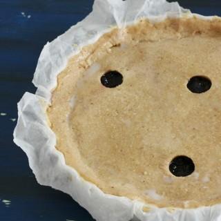 Crostata coperta alle nocciole e mirtilli (o piuri)