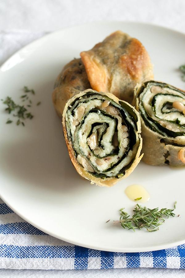strudel salato con baccalà, cavolo nero e pinoli