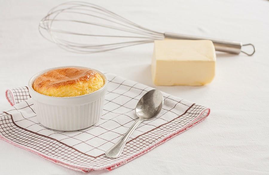 Schafskäse-Soufflé mit Rosenpfeffer