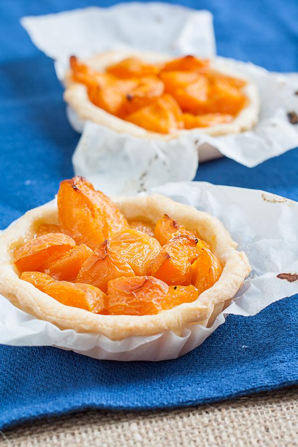 crostatine alle albicocche marinate