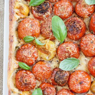 Italienischer Tomatenkuchen mit Ricotta und Basilikum