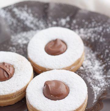 Biscotti occhi di bue con crema alle nocciole