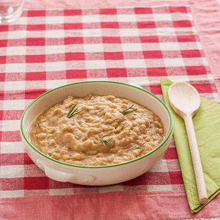 Platterbsen-Suppe mit Dinkel