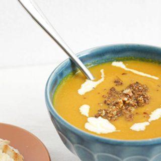Karottencremesuppe mit Haselnüssen