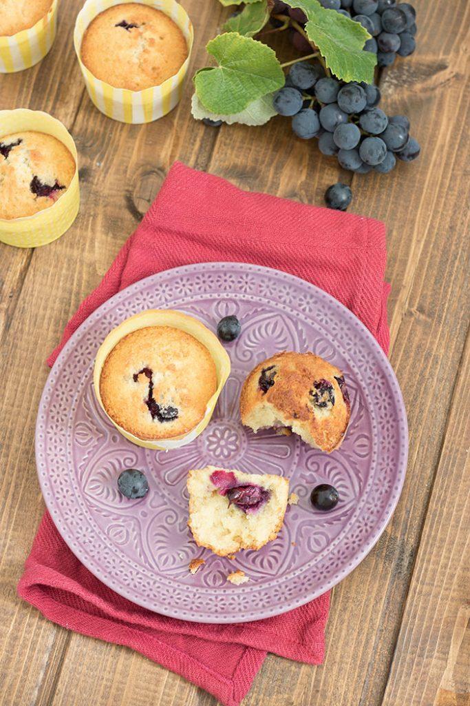 muffin con uva, olio e farina di farro