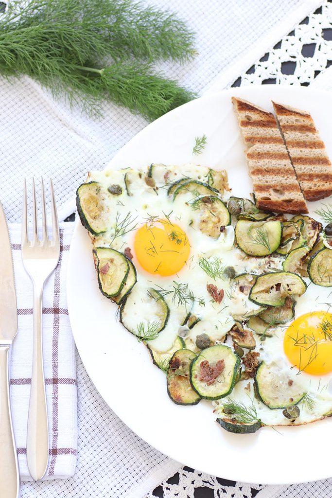 Spiegeleier mit Zucchini