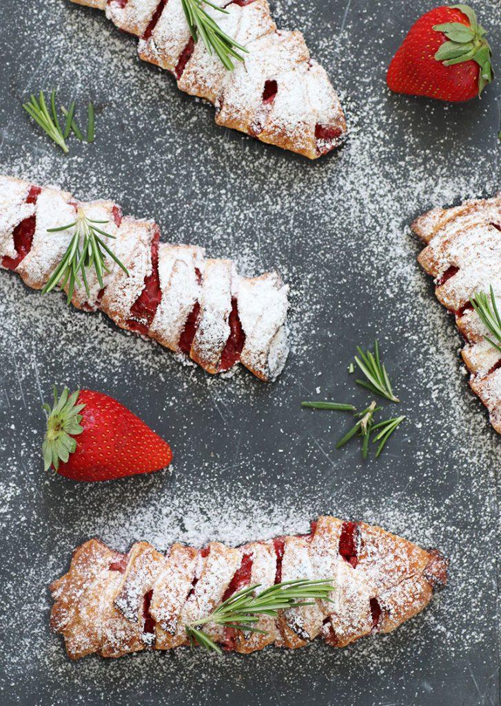 Erdbeer-Rosmarin Blätterteigtaschen
